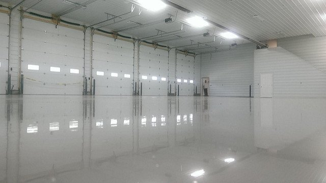 Solid reflactive epoxy flooring sinatlled in a commercial garage, San Antonio
